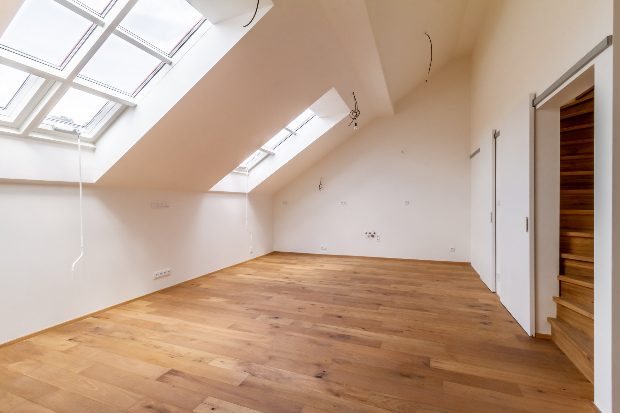 Obývací pokoj podkrovního bytu - Půdní byt 3+kk, plocha 99 m², ulice Husitská, Praha 3 - Žižkov | 2