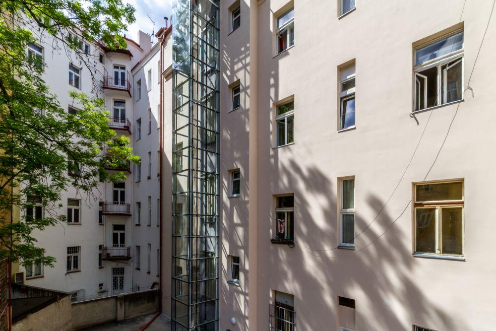 Skleněná šacha výtahu - developerský projekt Husitská, ulice Husitská, Praha 3 - Žižkov | 17