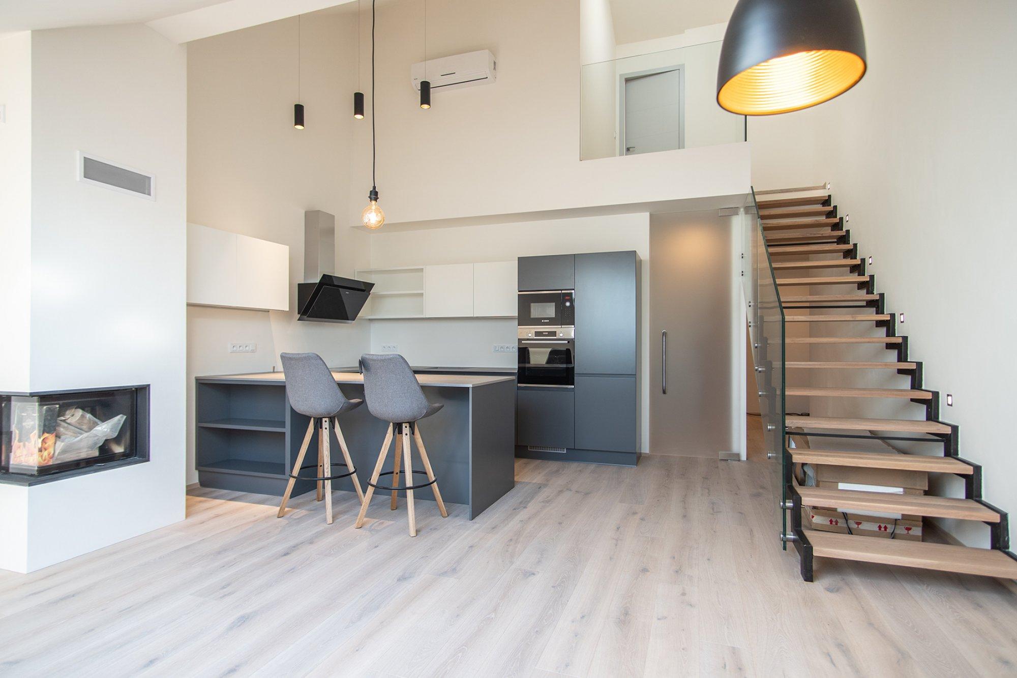Půdní byt 4+kk, plocha 139 m², ulice Pernerova, Praha 8 - Karlín | 1