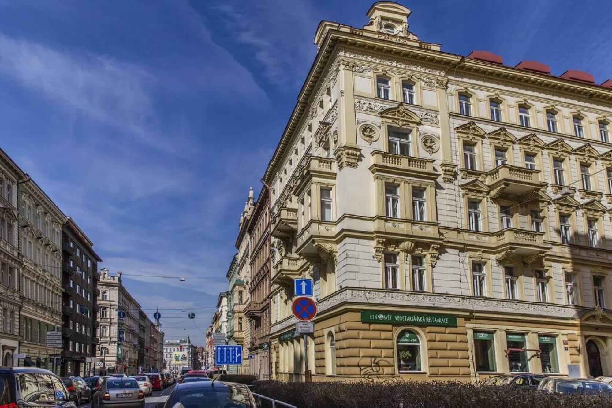 Pohled z ulice Tyršova - Půdní byt 1+kk, plocha 28 m², ulice Tyršova, Praha 2 - Nové Město | 2
