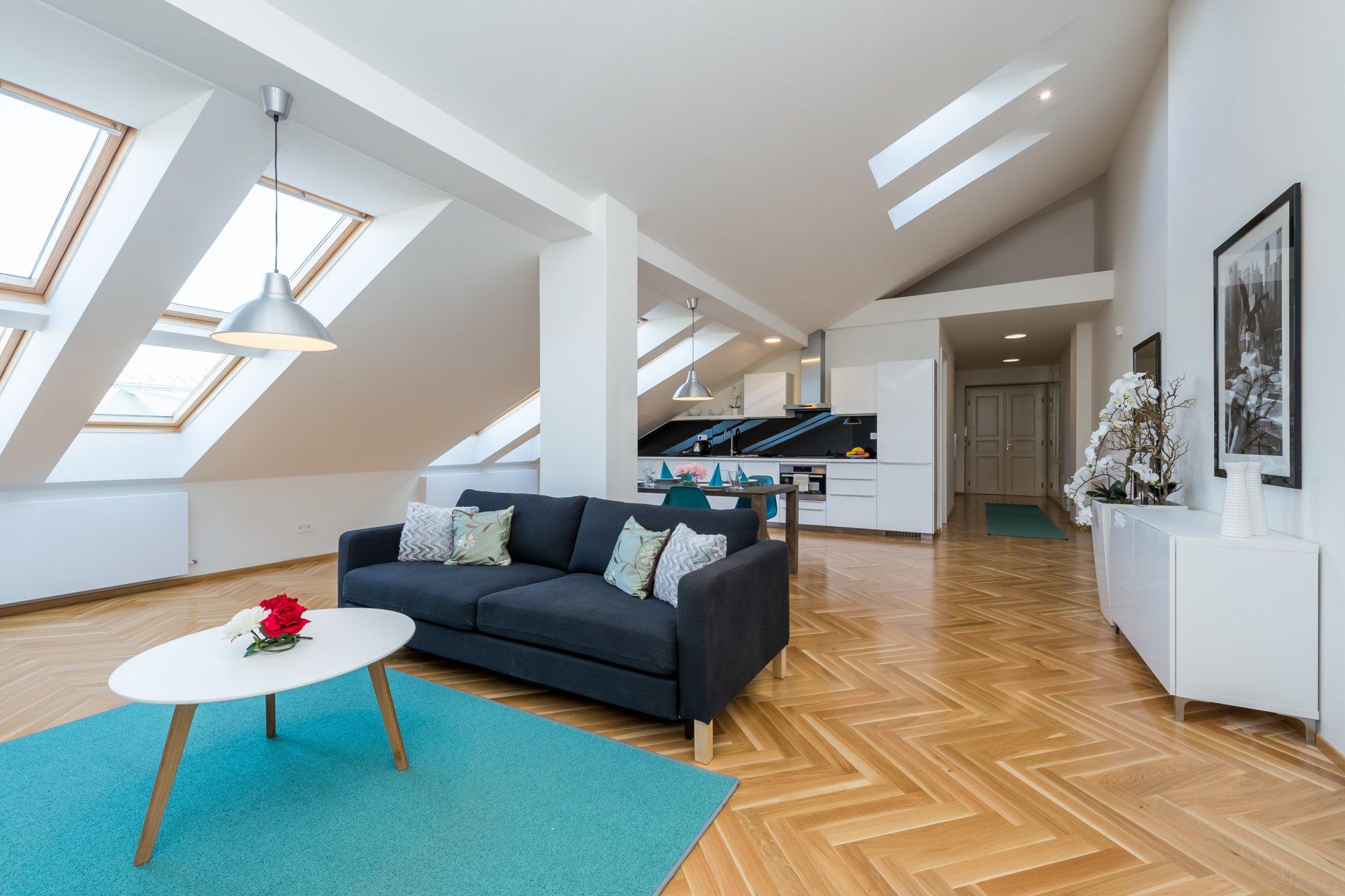 Půdní byt 2+kk, plocha 95 m², ulice U Bulhara, Praha 1 - Nové Město | 1
