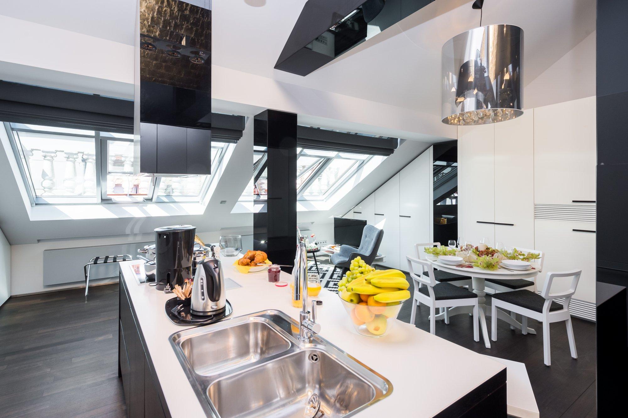 Půdní byt 2+kk, plocha 76 m², ulice Zlatnická, Praha 1 - Nové Město | 1