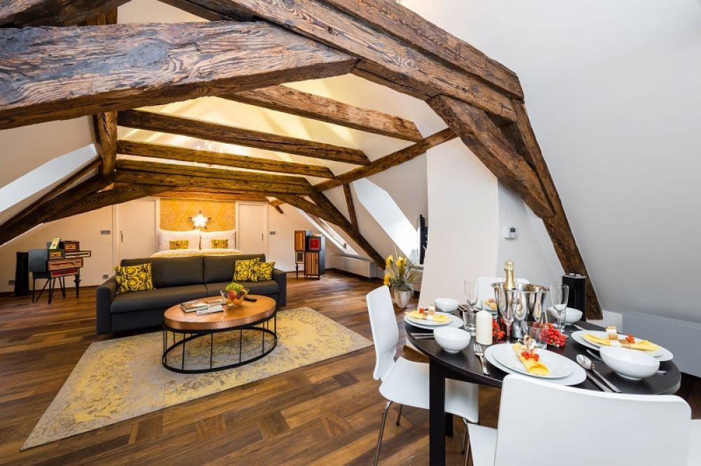 Půdní byt 1+kk, plocha 113 m², ulice Malostranské náměstí, Praha 1 - Malá Strana | 2