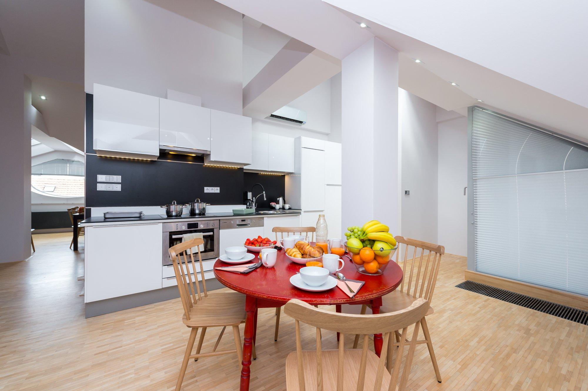 Půdní byt 4+kk, plocha 159 m², ulice Ve Smečkách, Praha 1 - Nové Město | 1