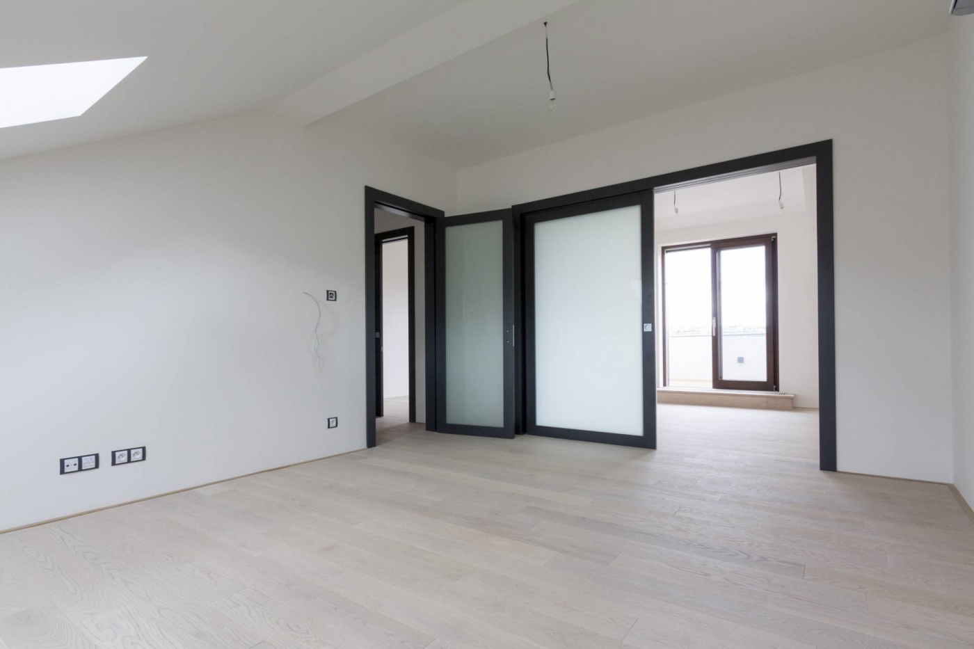 Půdní byt 3+1, plocha 98 m², ulice Lumírova, Praha 2 - Vyšehrad   2