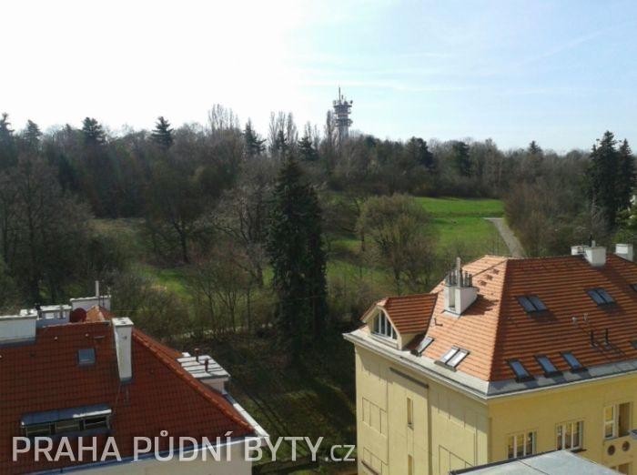 Výhled z bytu - Půdní byt 5+kk, plocha 185 m², ulice Nad Závěrkou, Praha 6 - Břevnov | 6