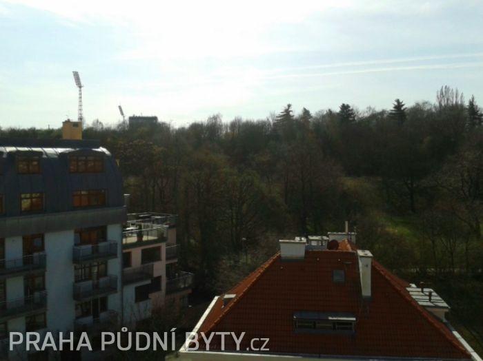Pohled z bytu - Půdní byt 3+kk, plocha 118 m², ulice Nad Závěrkou, Praha 6 - Břevnov | 9