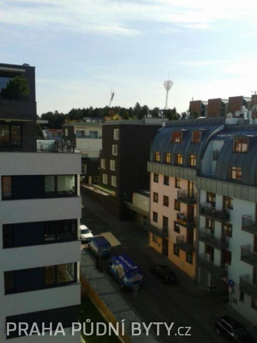 Pohled z bytu - Půdní byt 3+kk, plocha 118 m², ulice Nad Závěrkou, Praha 6 - Břevnov | 8